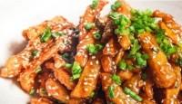 বিকেল হলেই মনটা খাই খাই করে? বানিয়ে ফেলুন Honey Chilli Potatoes