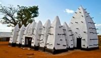 আফ্রিকার বিখ্যাত ও ঐতিহ্যবাহী মসজিদ গুলোর মধ্যে অন্যতম হলো ঘানার 'লারবাঙ্গা মসজিদ'।